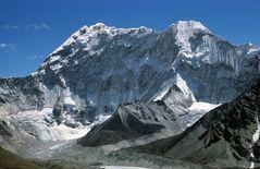 Blick vom Chukhung Ri (5546m) zum Nuptse (7861m)