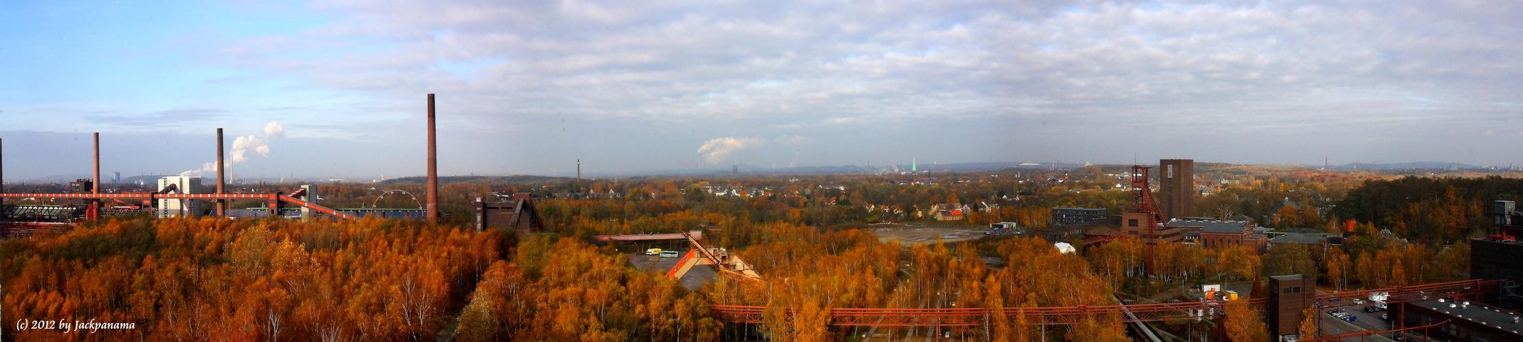 Blick vom Dach der Zeche Zollverein ins weite Ruhrgebiet