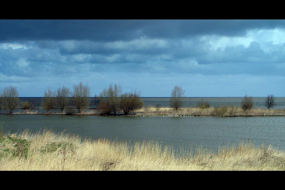 Blick vom Deich auf das Ijsselmeer – Onderdijk (NL)