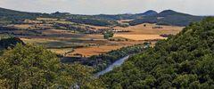 Blick vom Dubitzer Kirchlein zur Labe(Elbe) und auch zum Radobyl  hoch über Litomerice...