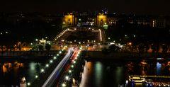 Blick vom Eiffelturm über das nächtliche Paris Richtung Cite de l'Architecture