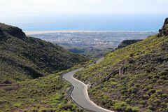Blick vom Gebirge auf die Dünen von Mas Palomas