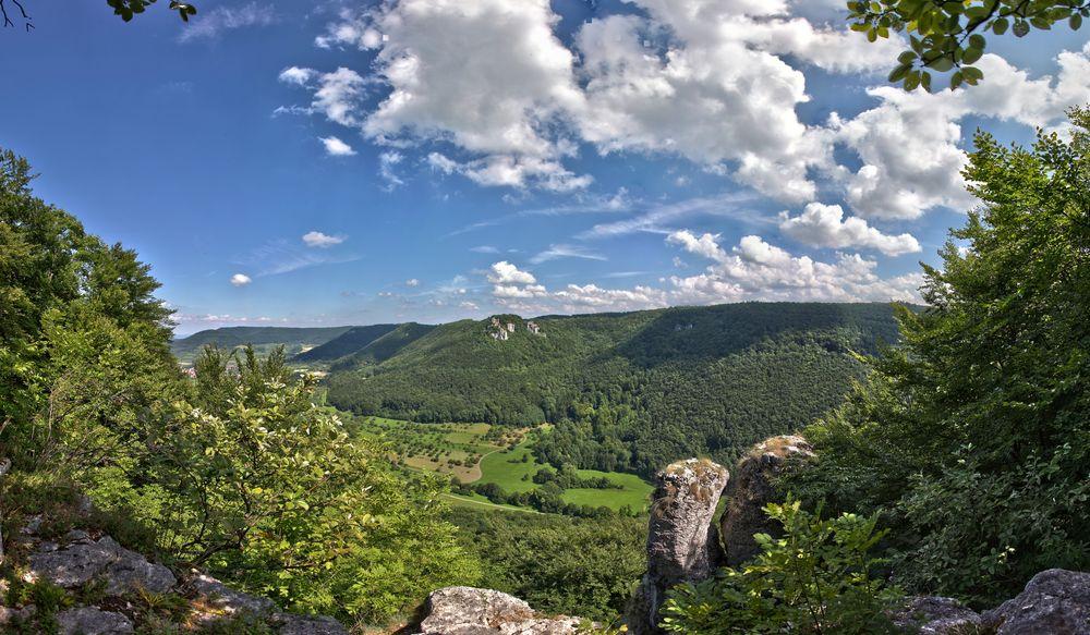 Blick vom Heimenstein auf die Ruine Reußenstein