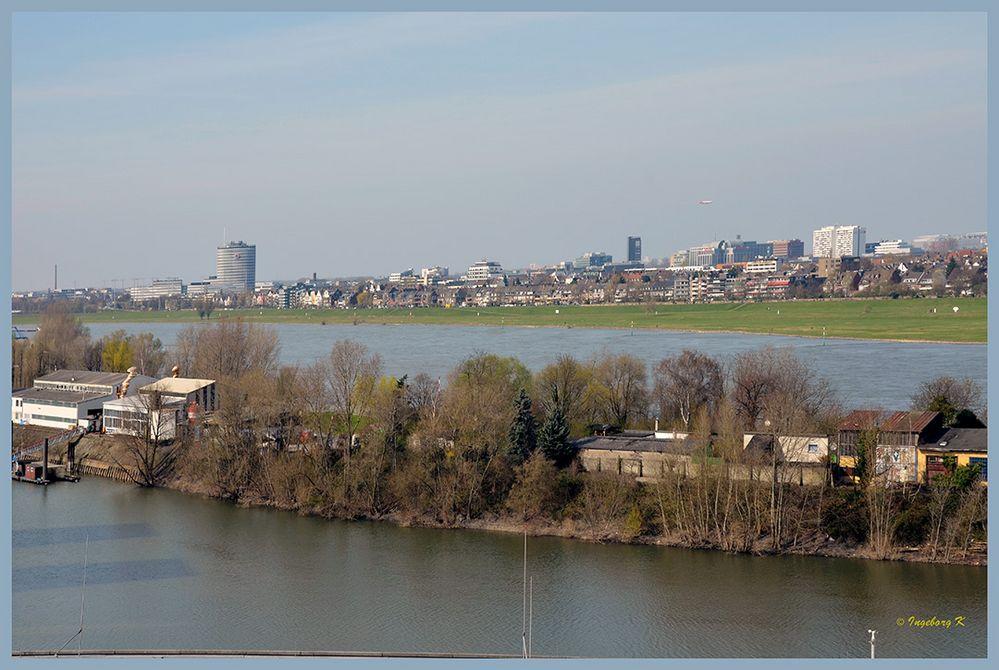 Blick vom Medienhafen auf Düsseldorf
