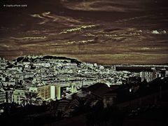 Blick vom Miradouro de São Pedro de Alcântara auf Lisboa