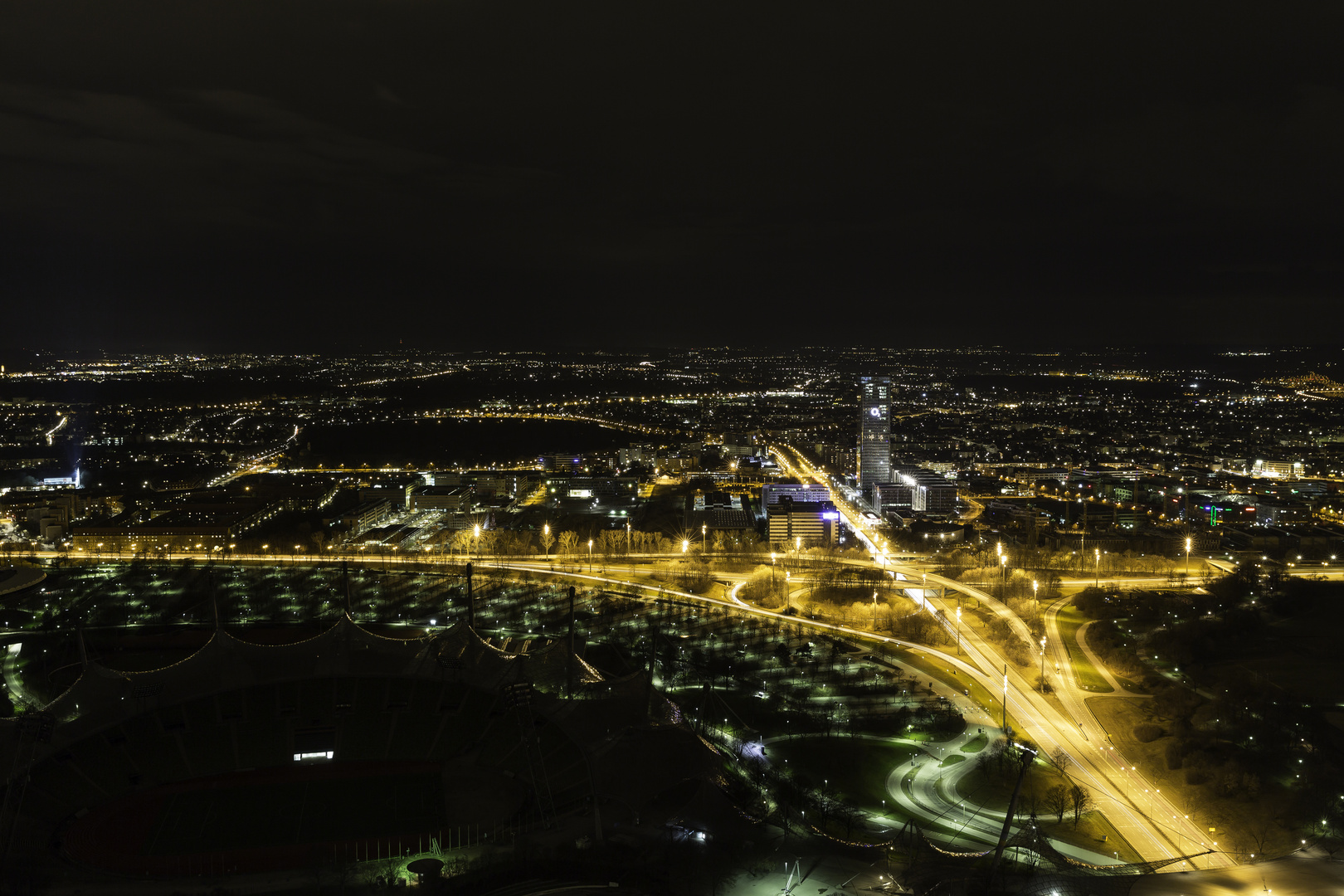 Blick vom Olympiaturm bei Nacht