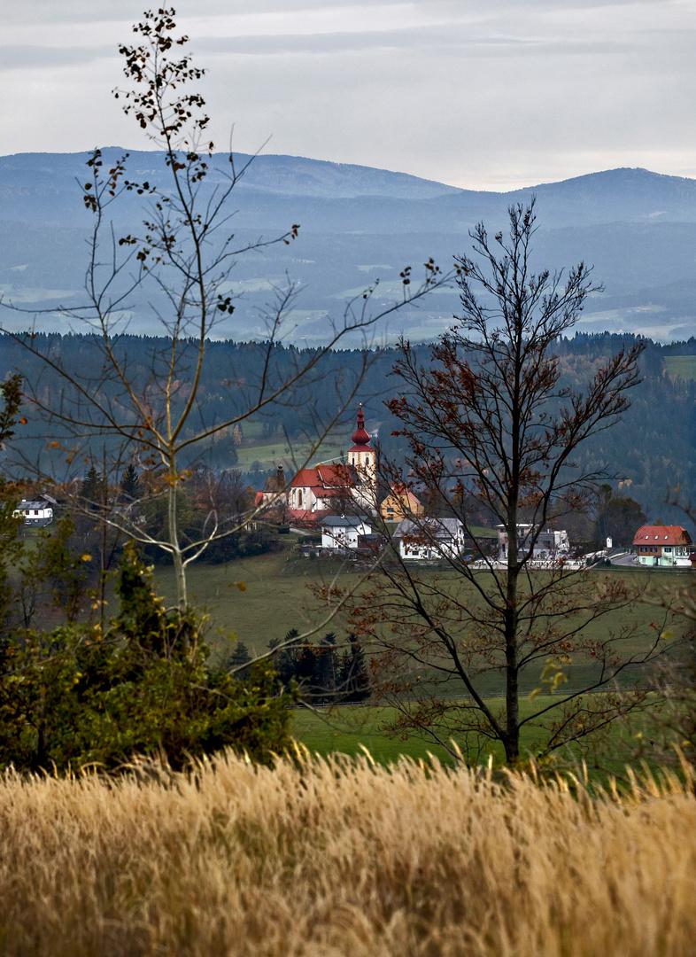 Blick Vom Plesch Auf Die Kirche Von St Pankrazen Foto Bild