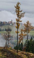 Blick vom Plesch auf St. Pankrazen mit leichten Nebelschwaden!