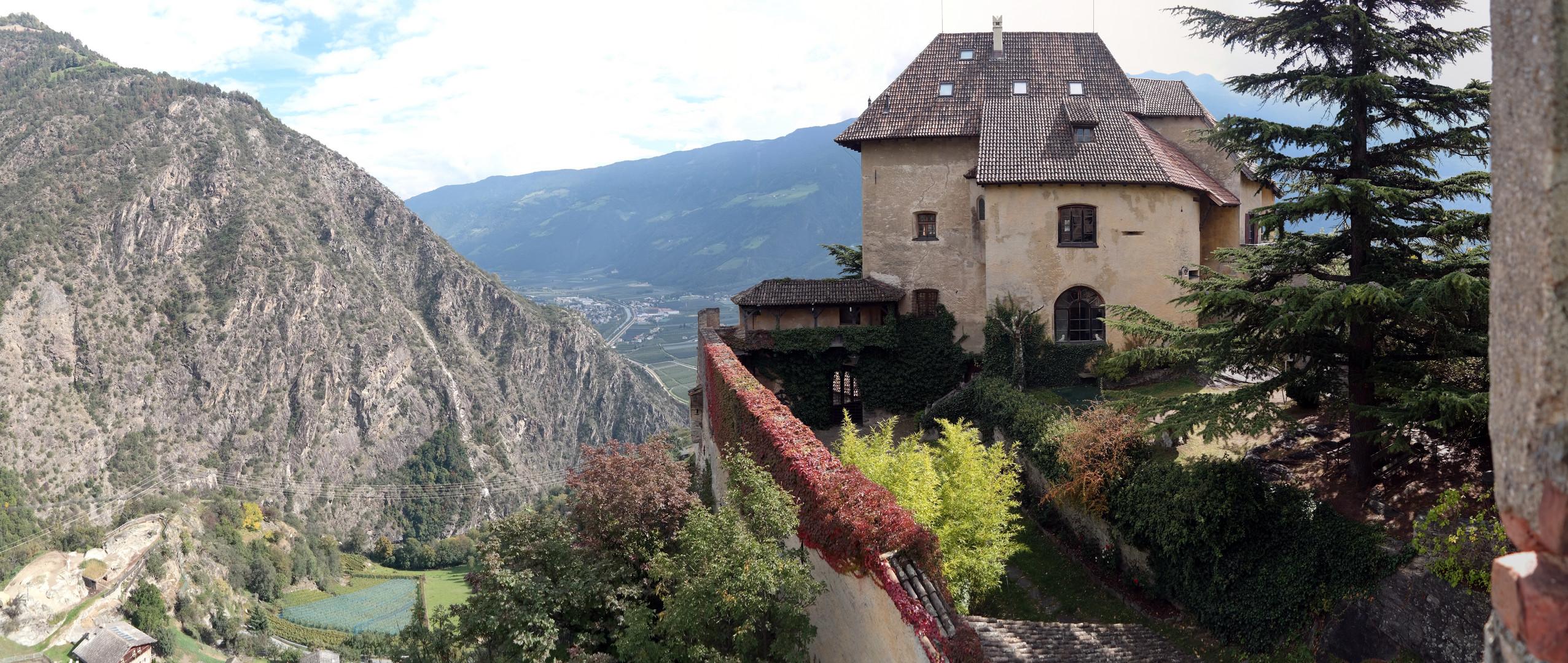 Blick vom Schloss Juval in Naturns