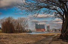 * Blick vom Süden auf die Hafen-City