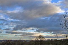 Blick vom Süden auf Dresden mit aufregendem Himmel
