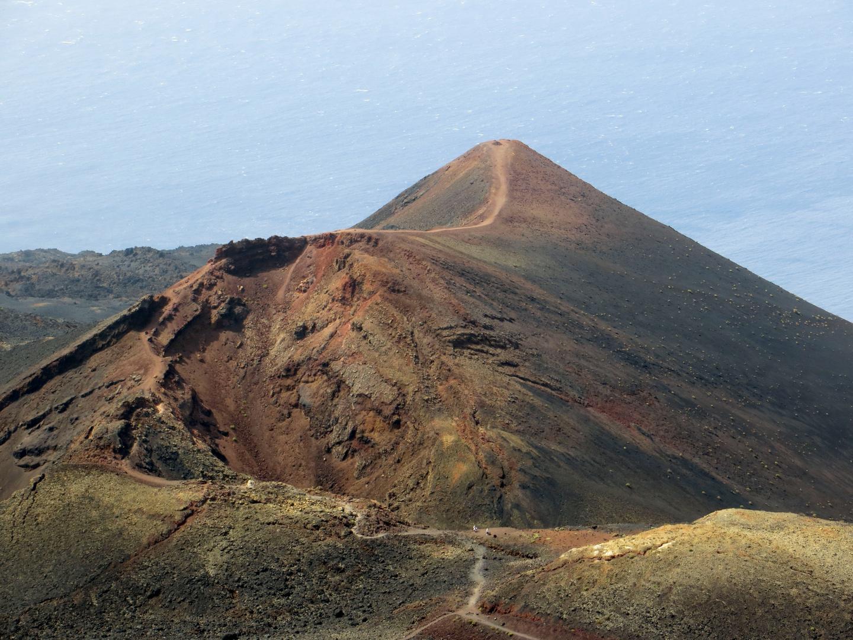 Blick vom Volcan San Antonio auf den Volcan Teneguia (La Palma)