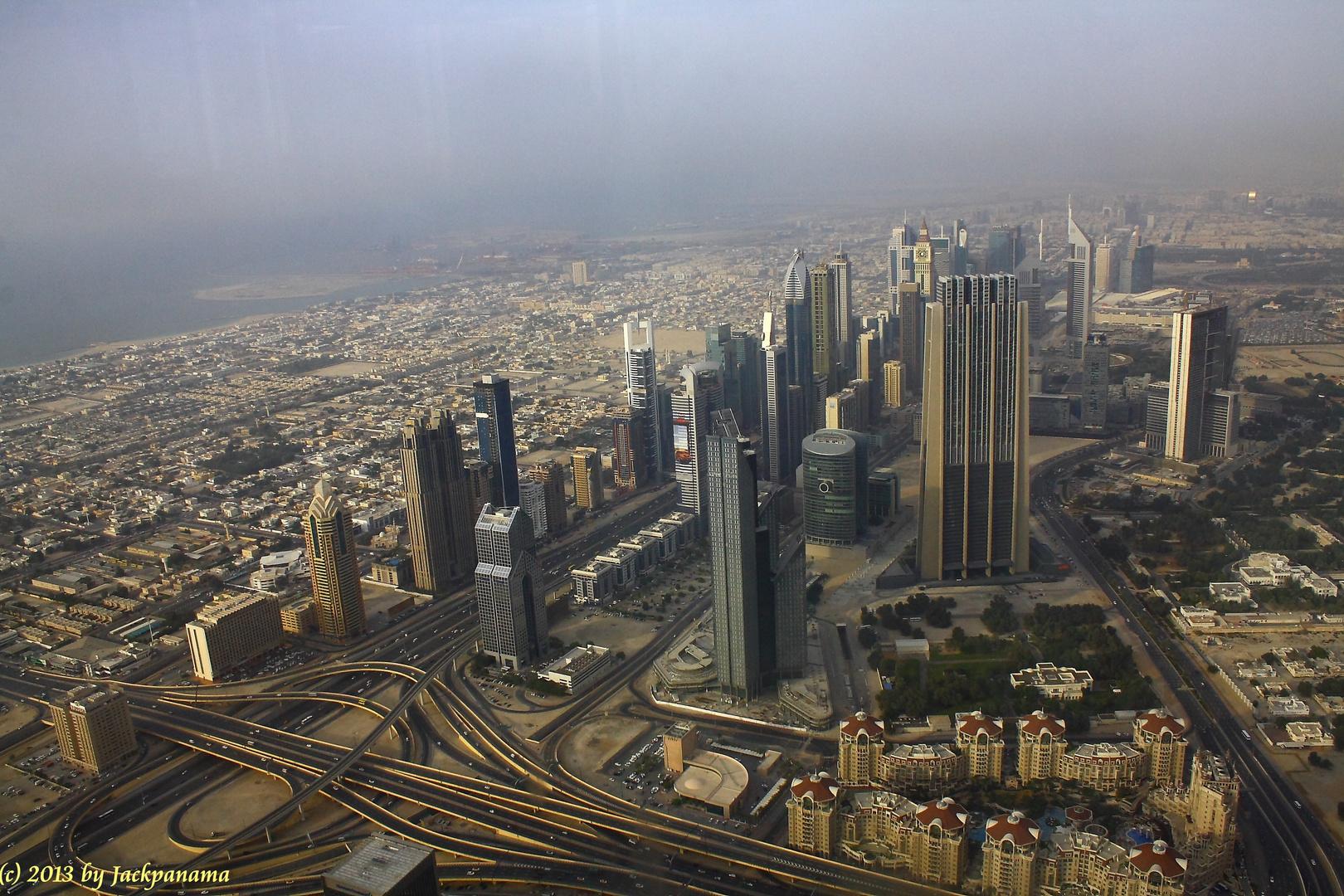 Blick von der Aussichtsplattform des Burj Khalifa auf die Skyline von Dubai (3)