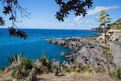 Blick von der Bucht Prainha nach Caloura