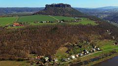 """Blick von der Festung zum Lilienstein der """"Ebenheit"""" und  nach..."""