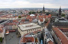 Blick von der Frauenkirche auf Dresdens Altstadt