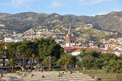 Blick von der Marina über Funchal auf Madeira