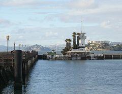 Blick von der Pier auf die San Francisco Bay mit Alcatraz