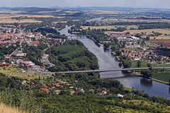 Blick von der Radebyle auf Labe (Elbe) und Litomerice (Leitmeritz) und damit ein ...