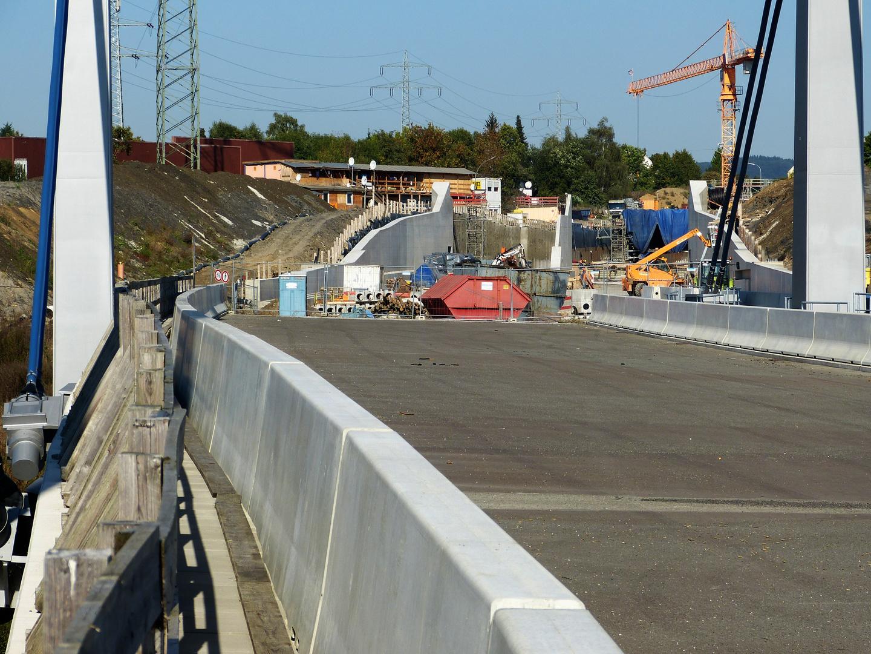 Blick von der Rehmer Schrägseilbrücke