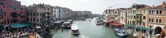 Blick von der Rialto-Brücke in Venedig