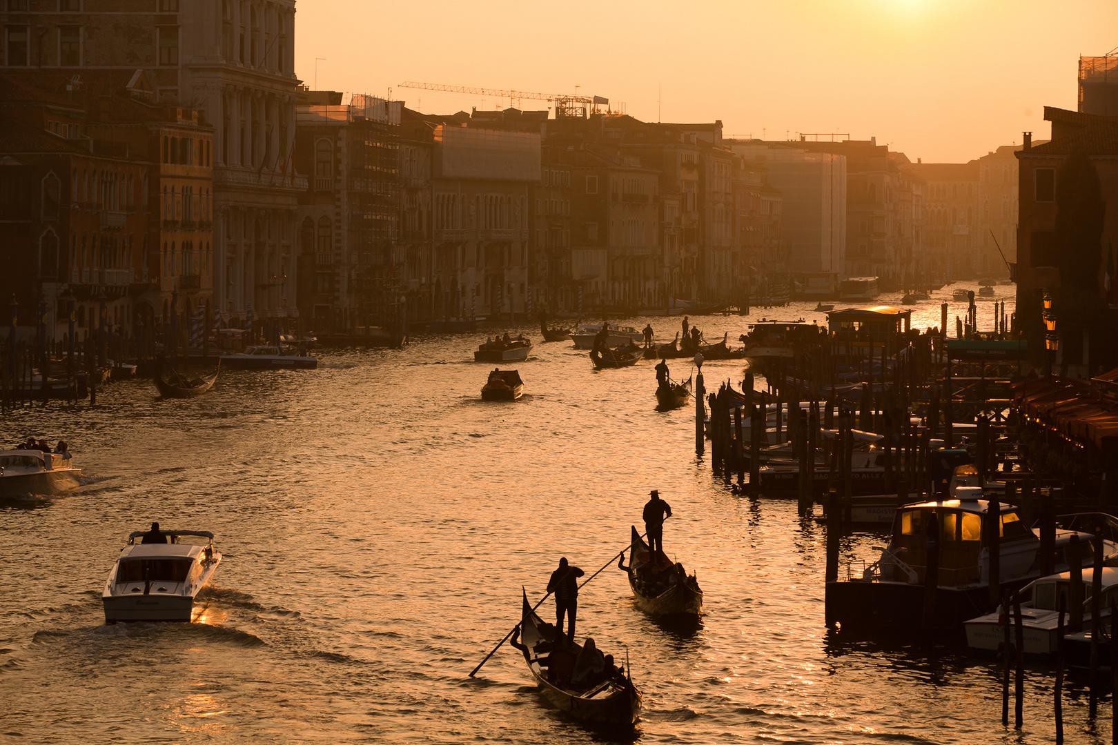 Blick von der Rialto Brücke in Venedig
