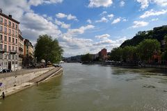 Blick von einer der vielen Brücken über die Saône in Lyon