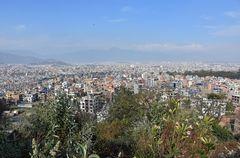 Blick von Kirtipur über das Kathmandu-Tal