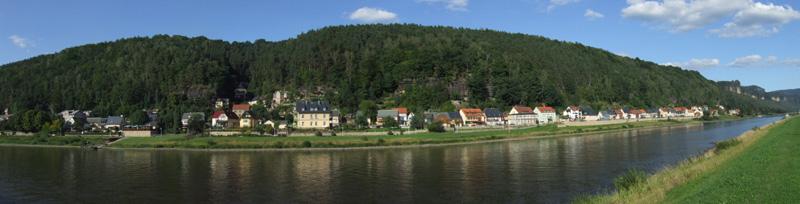 Blick von Krippen über die Elbe auf den Ortsteil Postelwitz