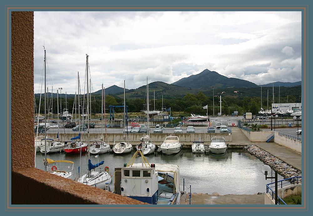 Blick von meinem Hotelzimmer auf Port Argelès und les Albères