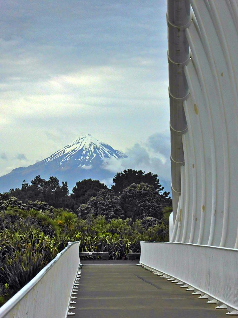 Blick von New Plymouth zum Mt. Taranaki