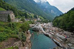 Blick von Ponte dei Salti nach Lavertezzo