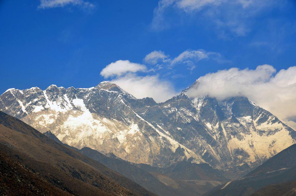 Blick von Tengpoche auf von links Everest (8840 m) und Lhotse (8501 m)