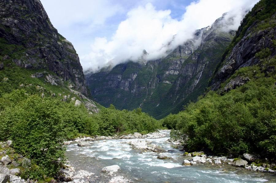 Blick von unterhalb des Kjendalsbreen in Richtung Loen