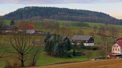 Blick zum Berg Quirl westlich von Pfaffendorf in der Sächsischen Schweiz...