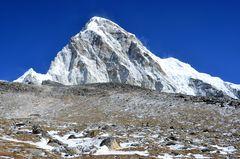 Blick zum Pumori (7161m) vom Aufstieg zu Kala Pattar