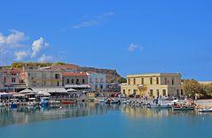 Blick zum venezianischen Hafen von Rethymno