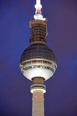Blick zur Aussichtsplattform des Berliner Fernsehturms