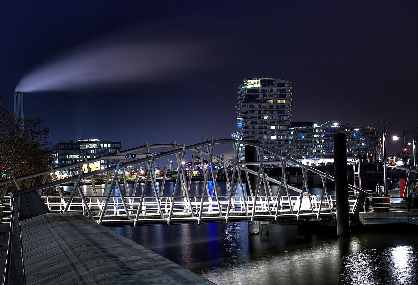+ Blick zur Brücke +