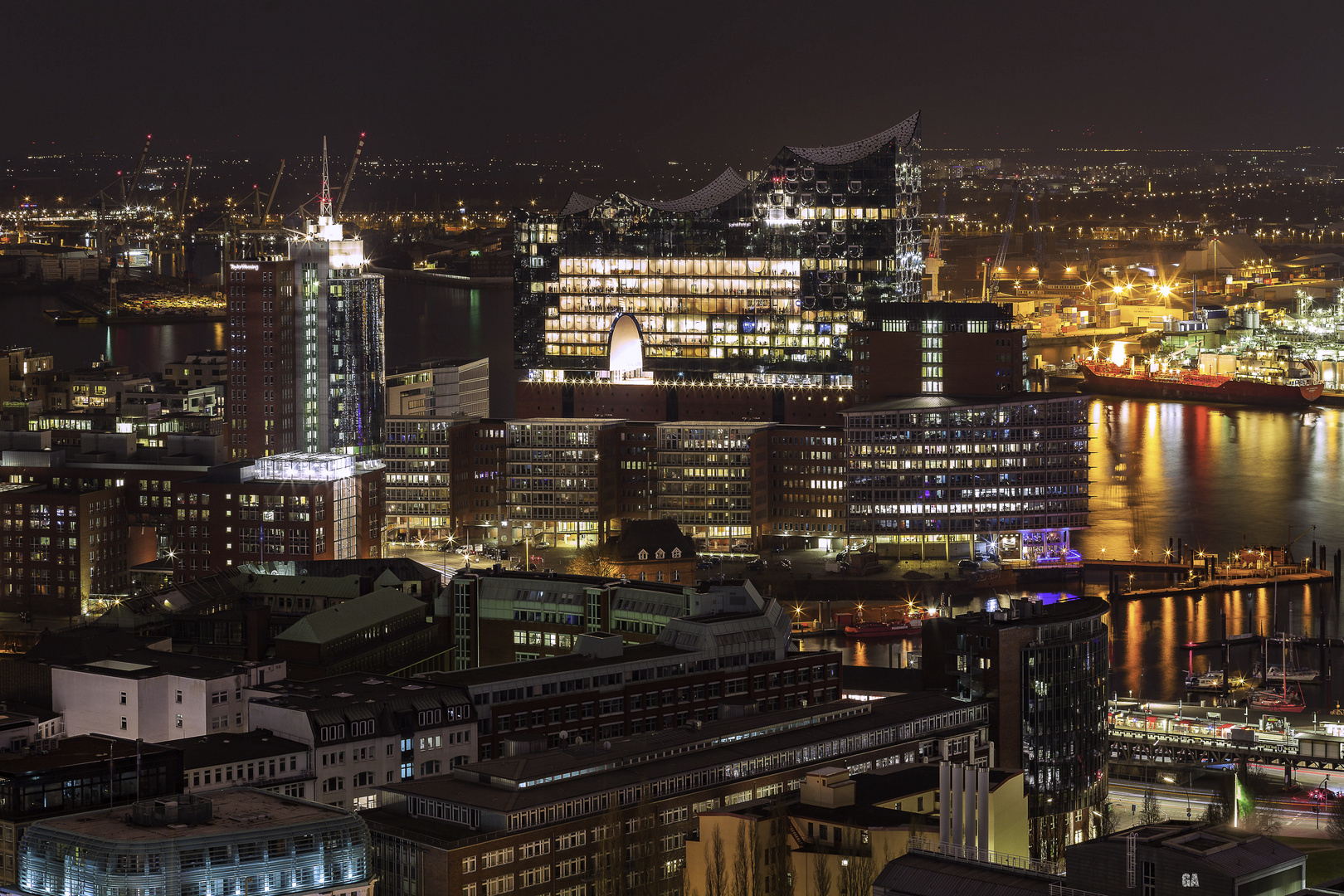 Blick zur Elbphilharmonie