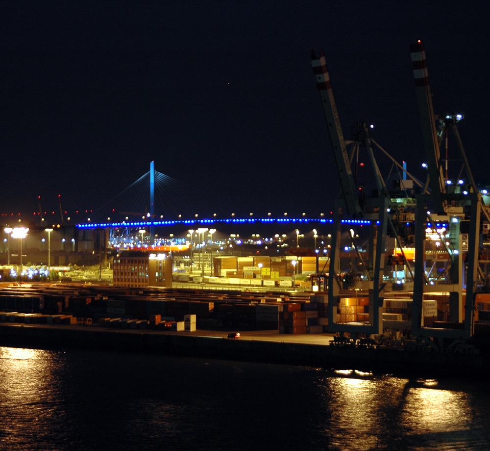 Blick zur Köhlbrandbrücke