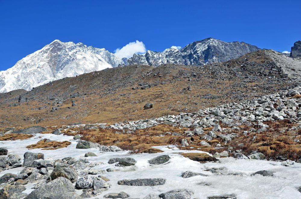 Blick zur  Nuptse Südwand (7861m)