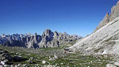 Blick zurück vom Paternsattel in den Dolomiten
