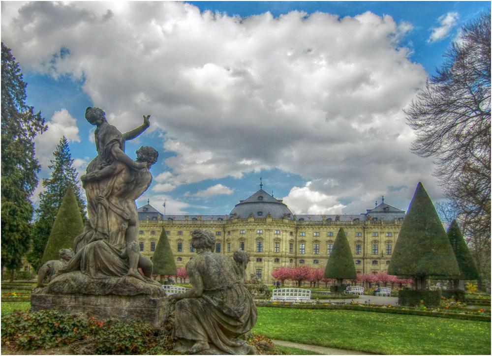 Blicke aus dem Hofgarten der Residenz (4)