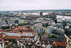 Blickrichtung Hafencity,die aber noch nicht bebaut ist.