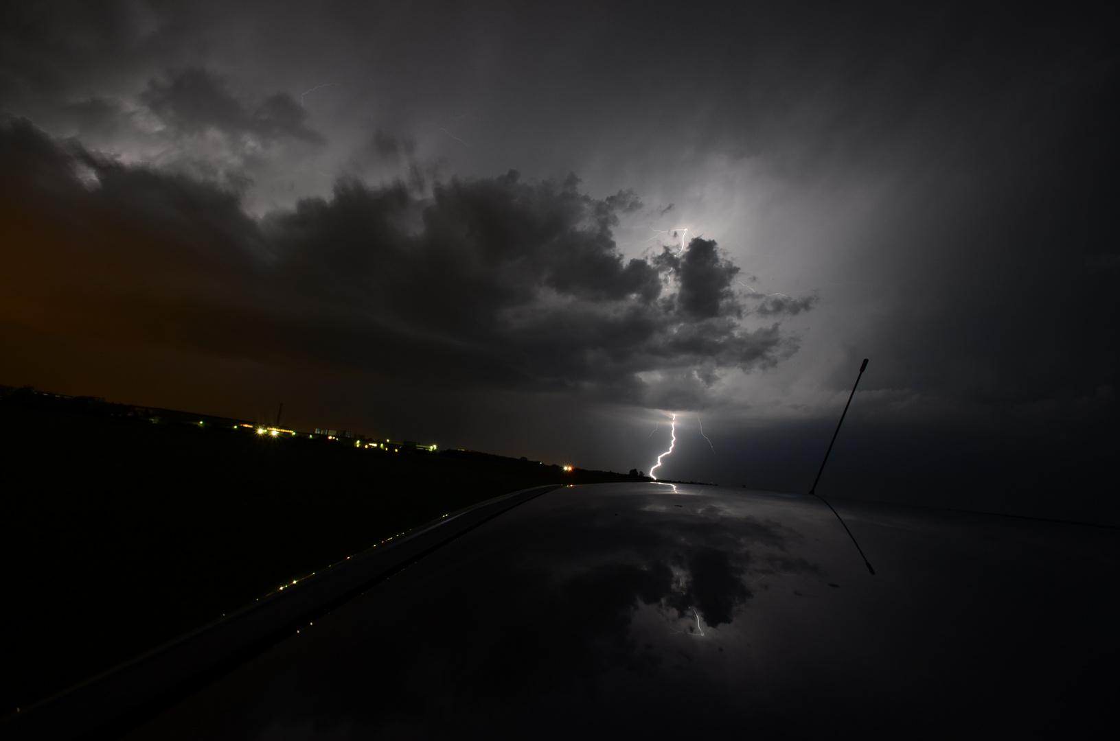Blitz im Autodach