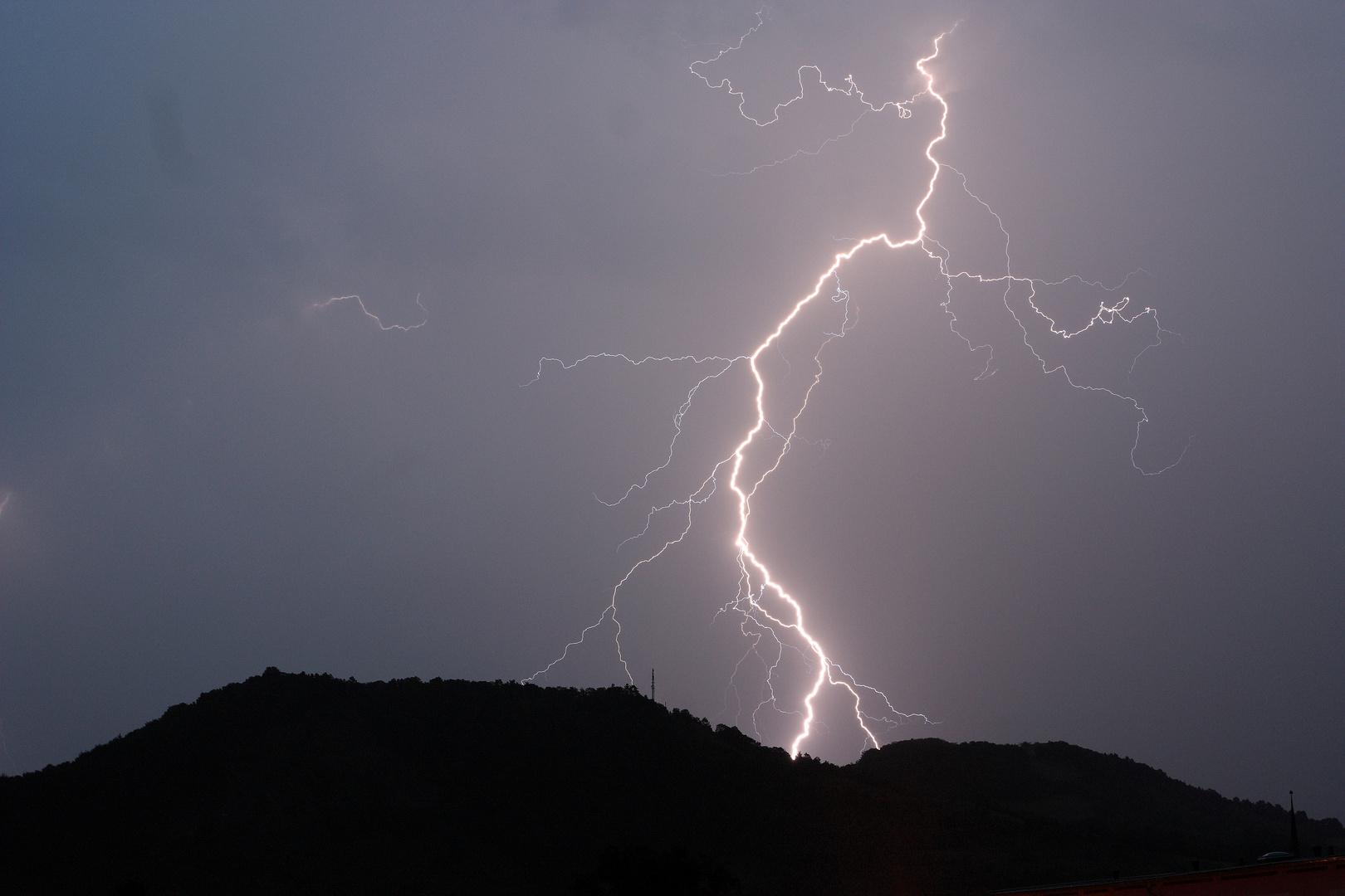 Blitz über dem Dohlenstein bei Kahla am 22.08.2010
