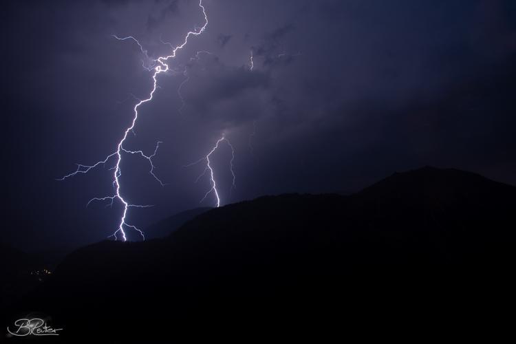 Blitze in den Bergen