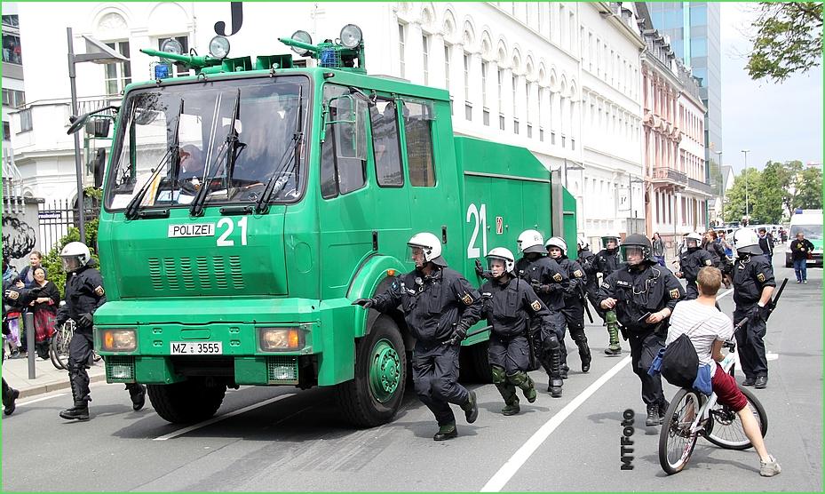 Blockupy 2013 Wasserwerfer Frankfurt (2)