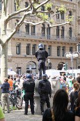 Blockupy FFM ... der Videopolizist ... Passanten lächeln Ü700K
